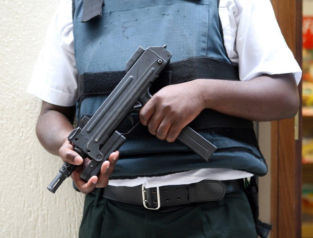 Die Ausbildung an Waffen gehört für Personenschützer im Sicherheitsdienst zur Karriere.