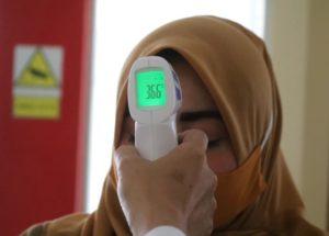 Kontaktloses Fieberthermometer mit digitaler Anzeige