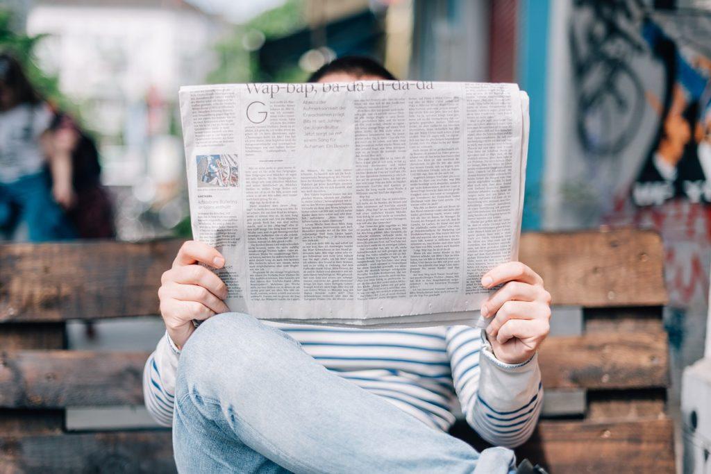 Zeitungen bieten auch Stellenanzeigen im Sicherheitsdienst