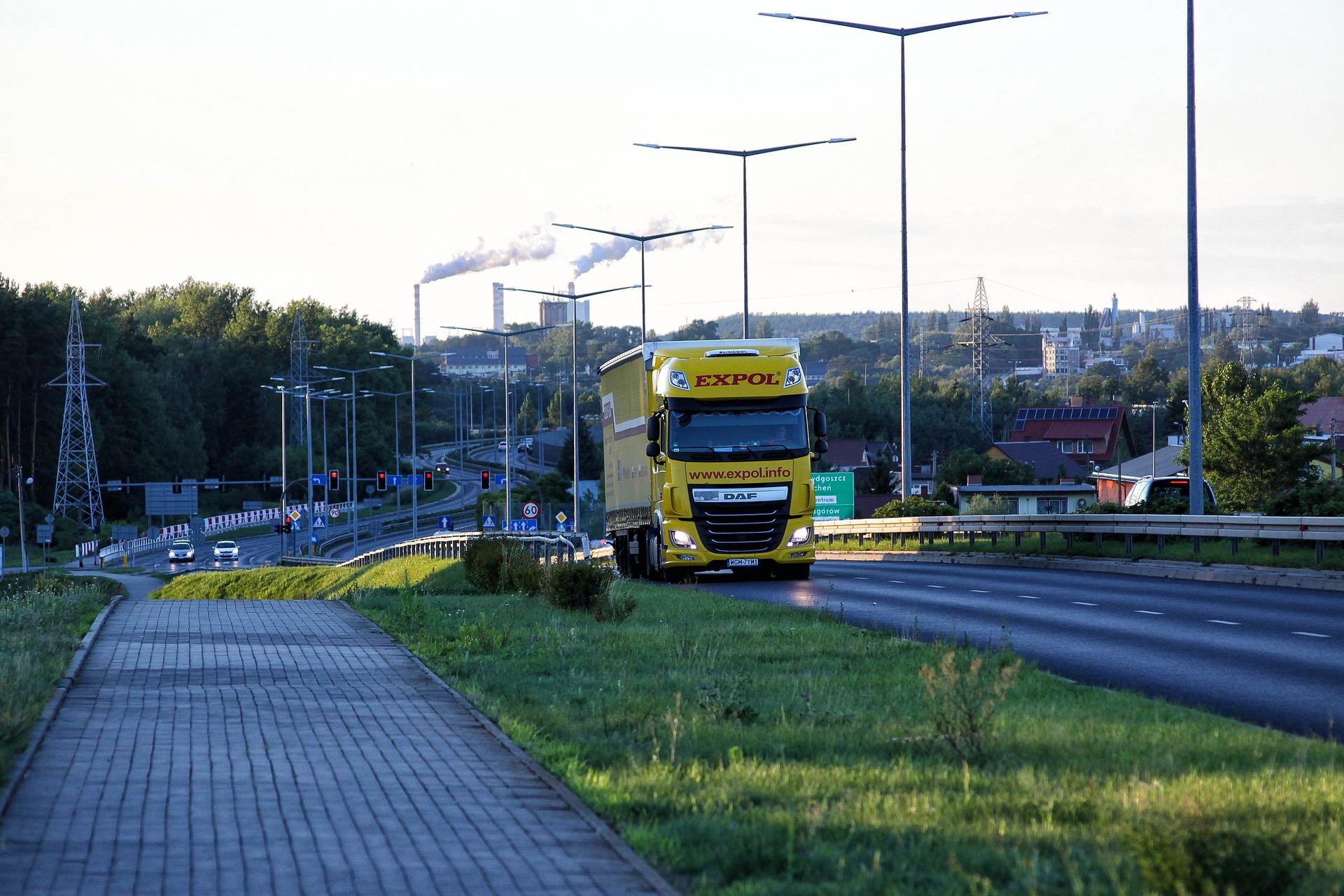 LKW auf Straße